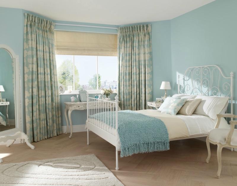 Дизайн интерьера спальни в светлых оттенках фото 8