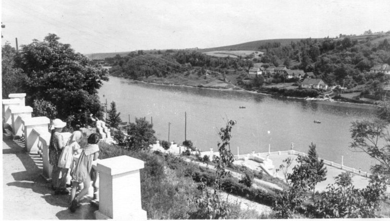 Смотровая площадка, вид на набережную р. Тетерев. 1958 г.