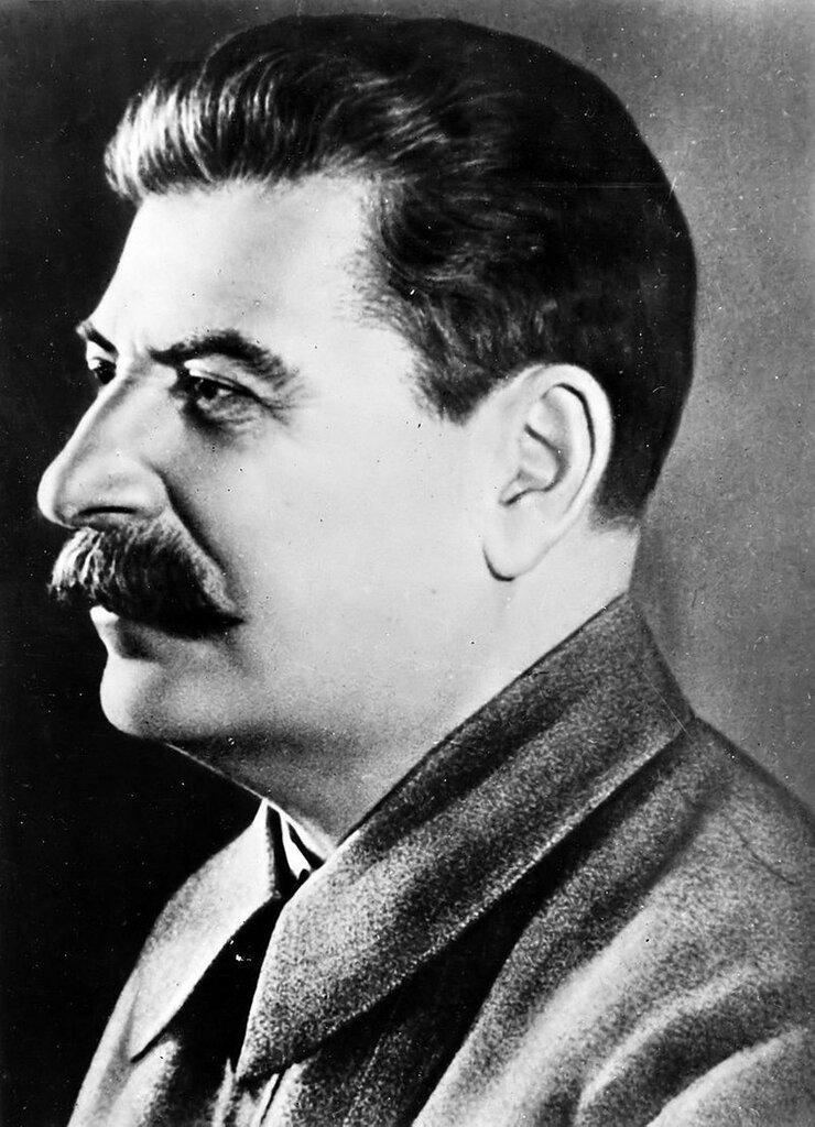 Иосиф Сталин -JStalin_Secretary_general_CCCP_1942_flipped.jpg