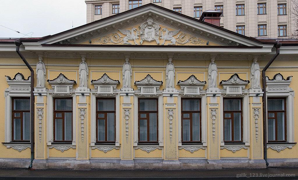 Moscow. House with caryatids at Denezhny lane