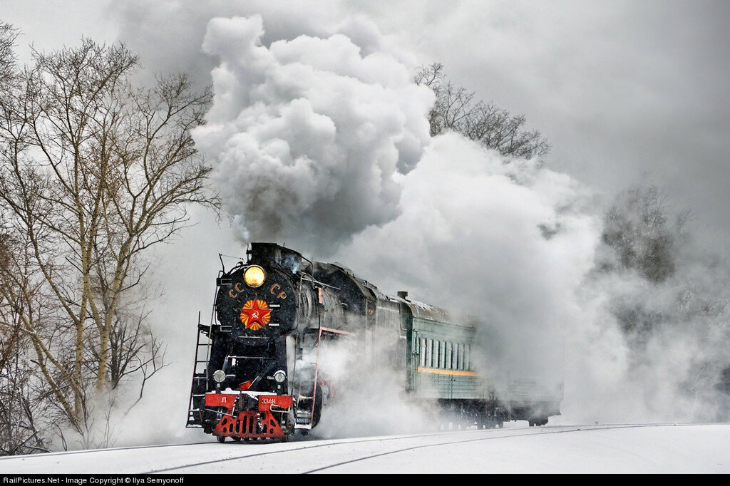 Steam locomotives class L (2-10-0) moves with tourist train along Moscow Little Ring Railway. Russia, February 20, 2010