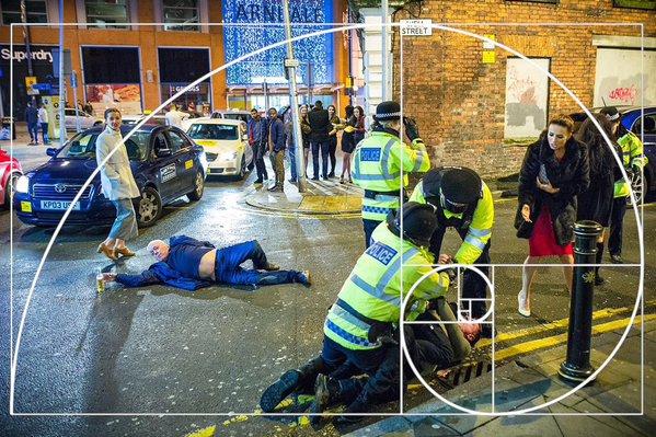 Новогодний снимок пьяного британца превратился в настоящий «арт-мем» (8 фото)