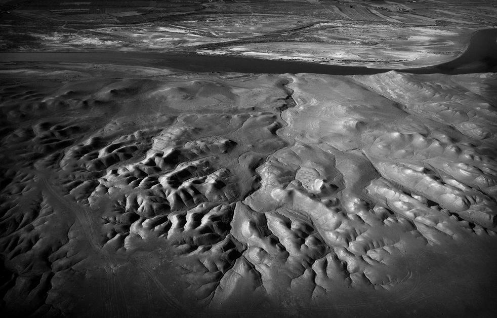 14. Вид с воздуха на часть долины реки Гильменд. (AP / Kevin Frayer)