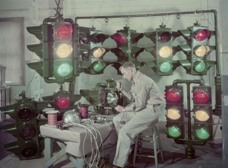 Производство светофоров в Луизиане. Светофоры потом рассылают по всей стране, а также в другие стран