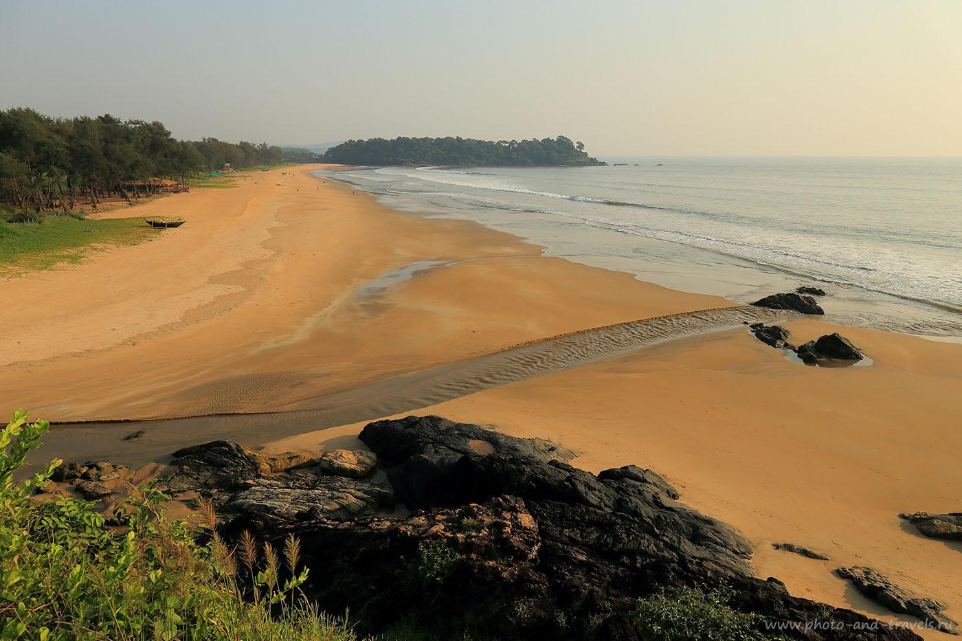 29. Панорама пляжа Раджбагх южнее пляжа Палолем. Отчет об отдыхе на Гоа самостоятельно. Поездка в Индию из России. (24-70, 1/125, -1eV, f9, 24mm, ISO 100)