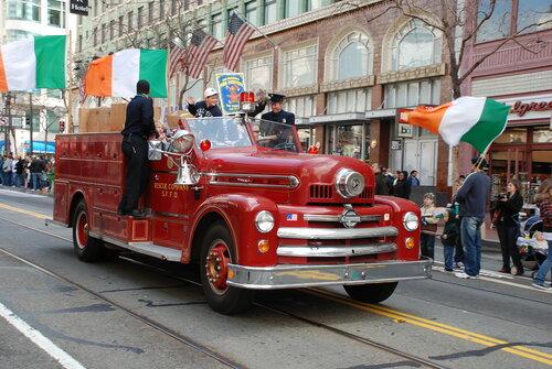 Пожарный ретро автомобиль