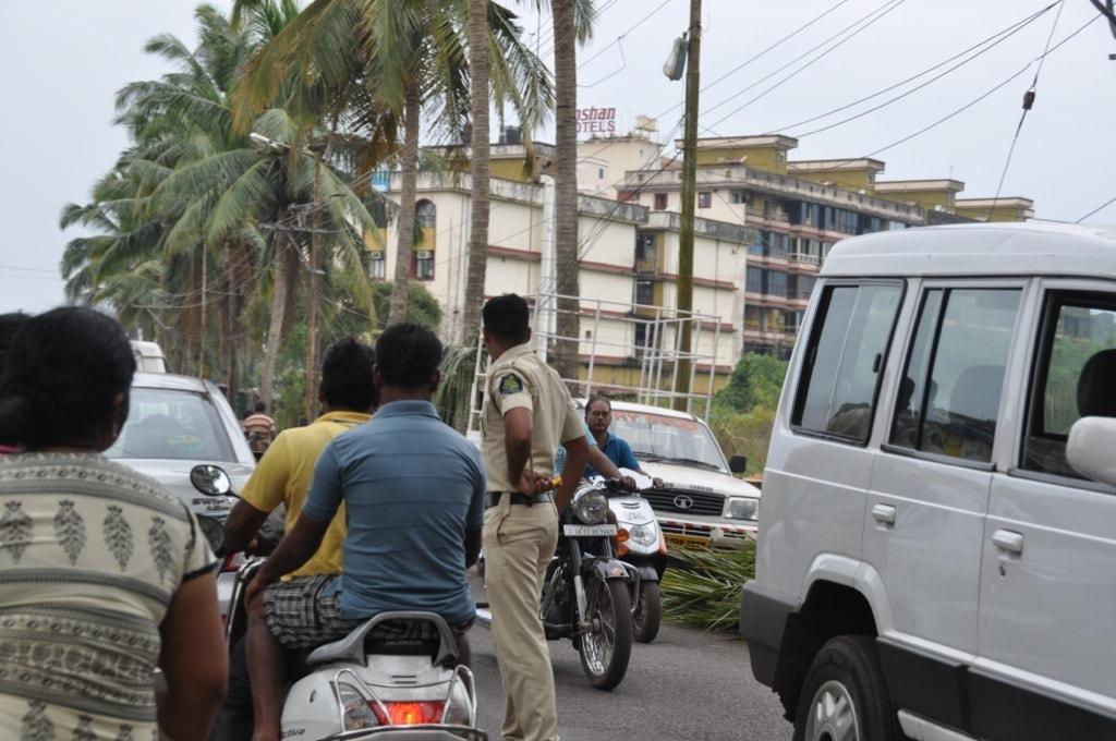 Такие полицейские обычно не опасны, остерегайтесь тех, что в белом