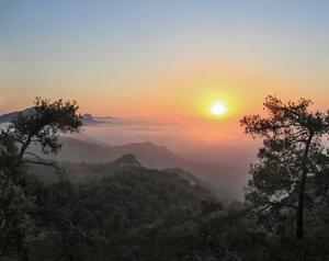 Красота заката в горах