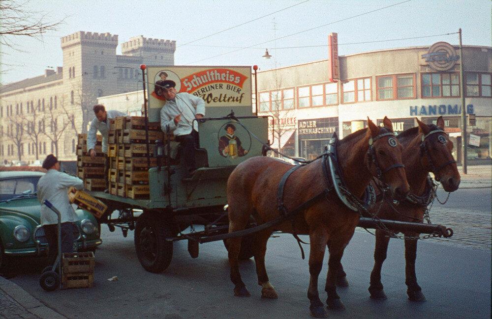 1958 Berlin Schultheiss liefert das Bier.jpg