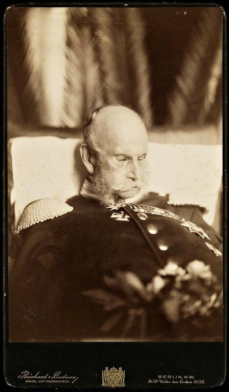 1888 март Посмертное фотографическое изображение Вильгельма I первого императора Второго Рейха.jpg