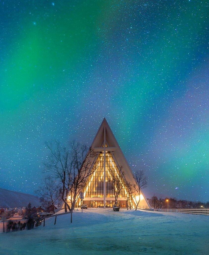 Арктический собор в норвежском городе Тромсё