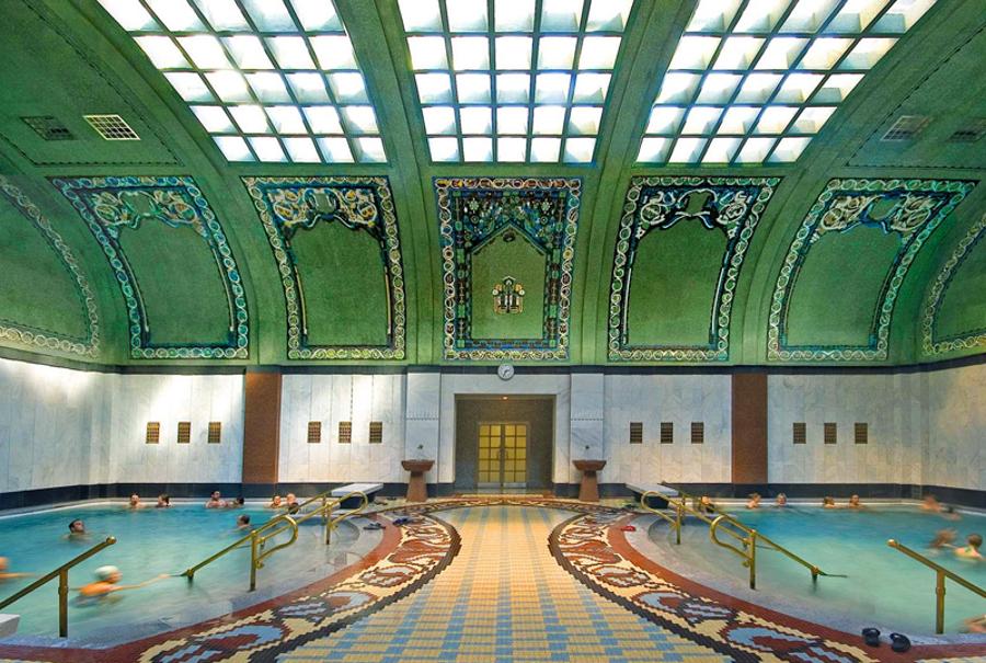Все комнаты украшают красивые потолки с мозаиками