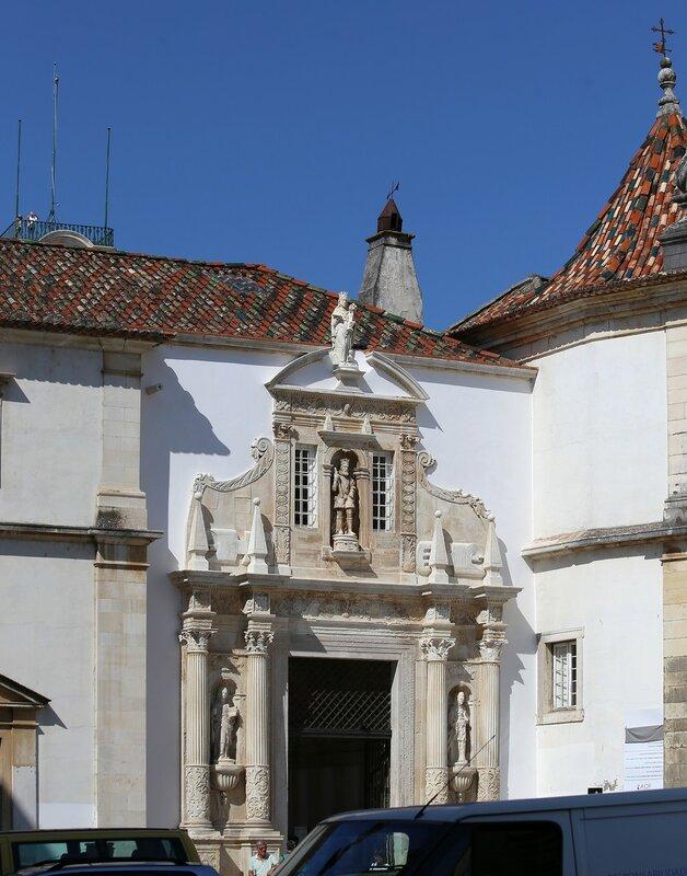 Коимбра. Университет. Ворота Ферриа (Porta Férrea)