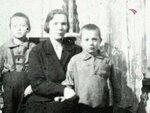 Женя Леонов с мамой и братом