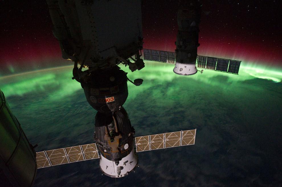 12. Международная космическая станция с пристыкованным шаттлом Endeavour, 23 мая 2011 года