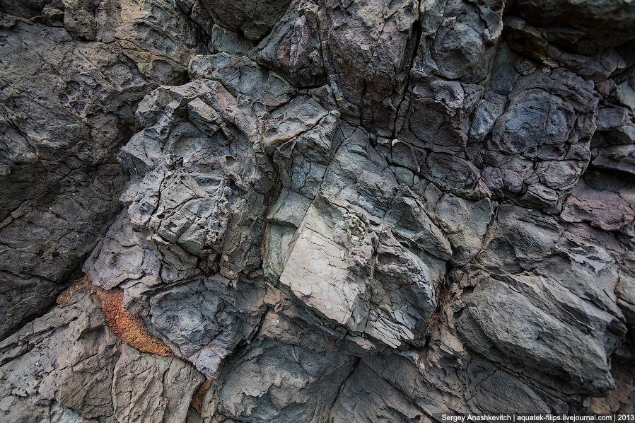 13. Где находилось жерло доисторического вулкана, который и стал «основой» мыса Фиолент, ученые спор
