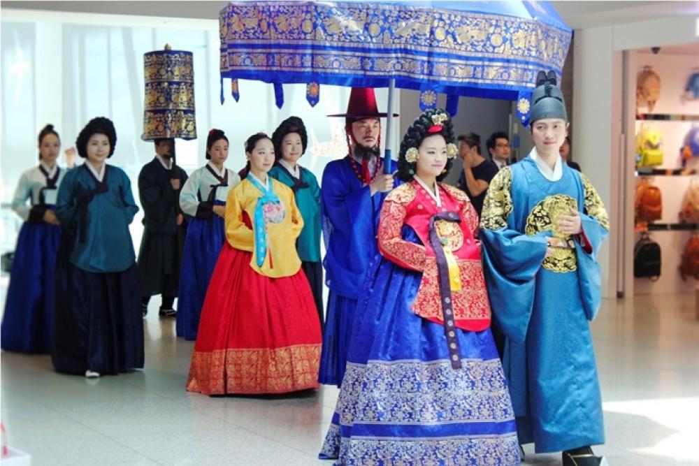 традиционные-свадебные-платья-фото15.jpg