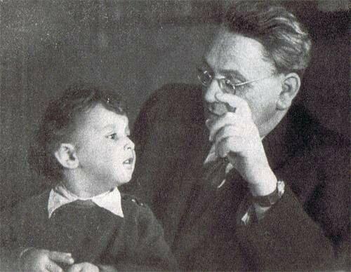 Маршак с внуком Сашей