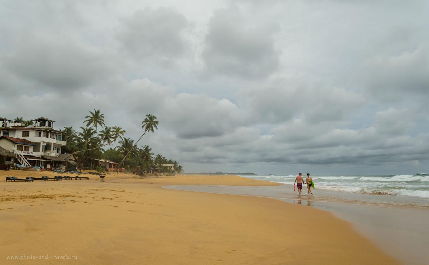 Фото 9. Отдых на Шри-Ланке в мае. Пустынный пляж Хиккадува (Hikkaduwa) - наша первая остановка во время поездки по стране на машине, взятой в аренду.