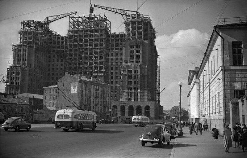 32985 Площадь Восстания (ныне - Кудринская) нач. 1950-х гг..jpg