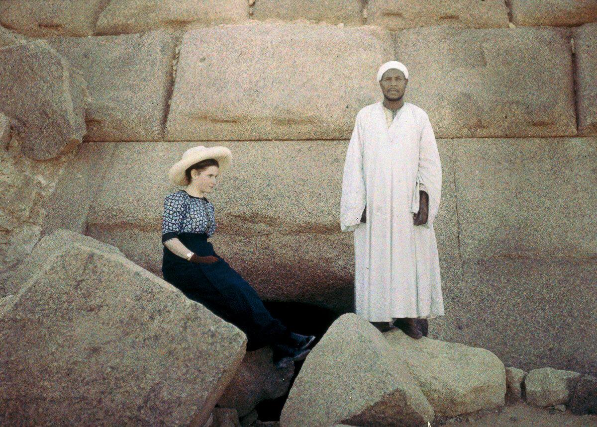 1913. У входа в пирамиду Менкаре