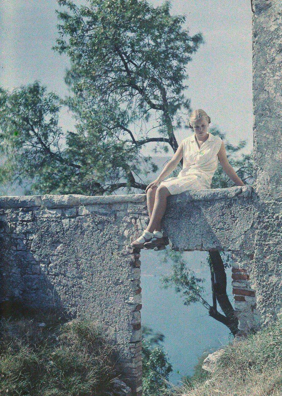 1930. Ева Панет на озере Гарда, Италия