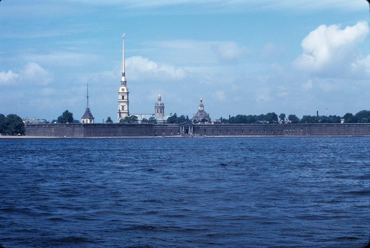 Нева и Петропавловская крепость
