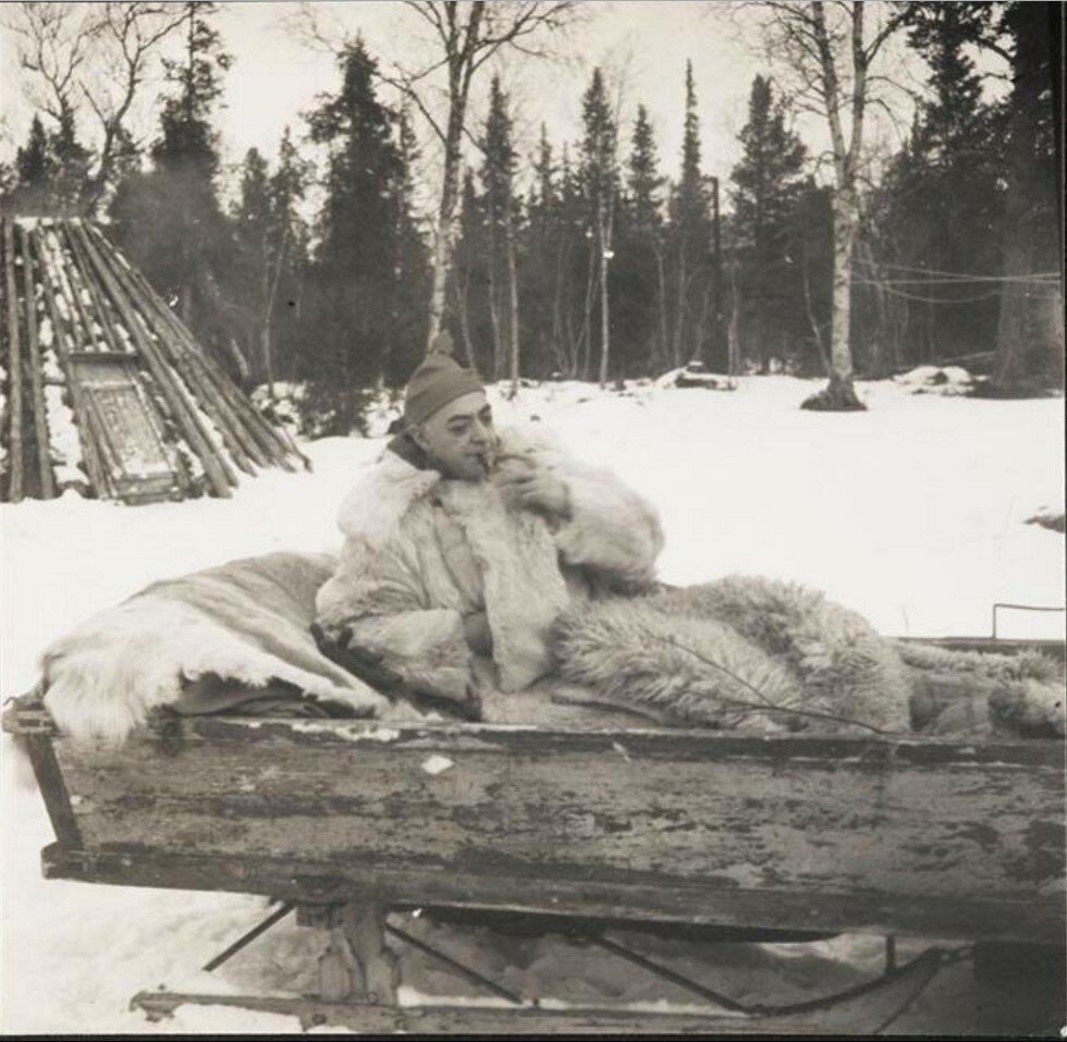 1955. Брассай на Рождество в санях. Швеция