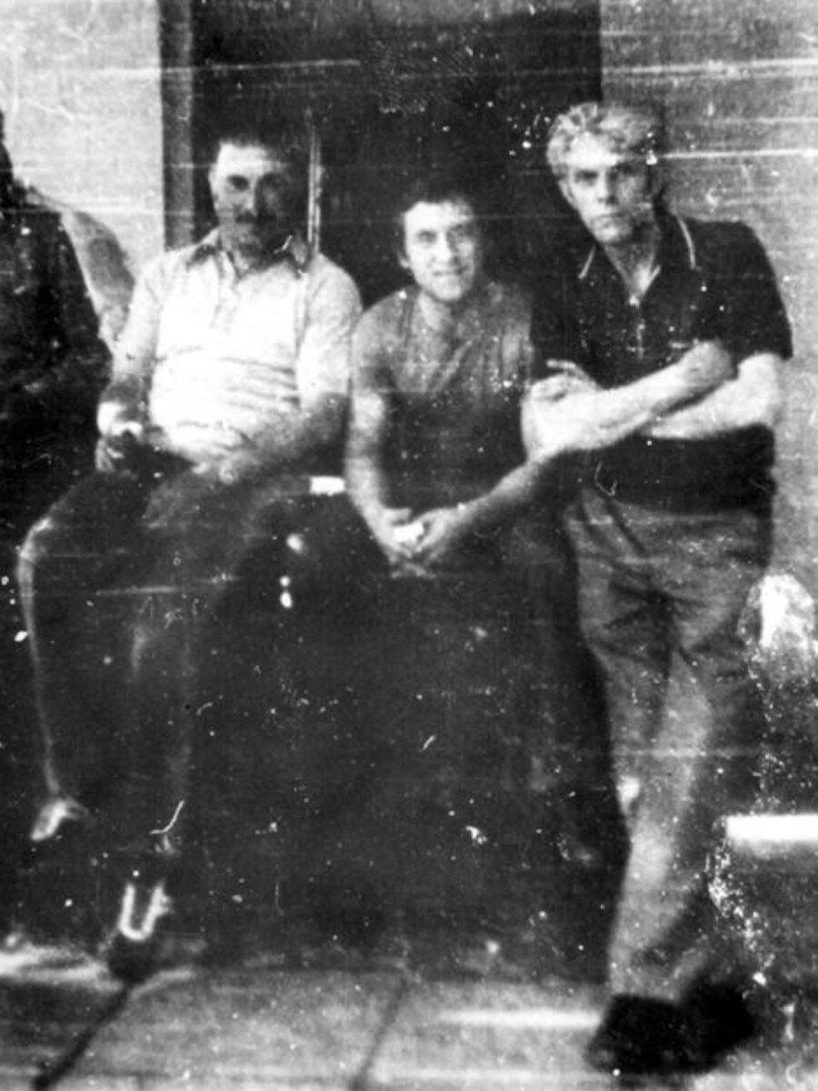 62. Важа Церетели, Владимир Высоцкий и П.Палей на прииске в Иркутской области. Фото Сергея Геннадьевича Зимина, 20 июня 1976 года