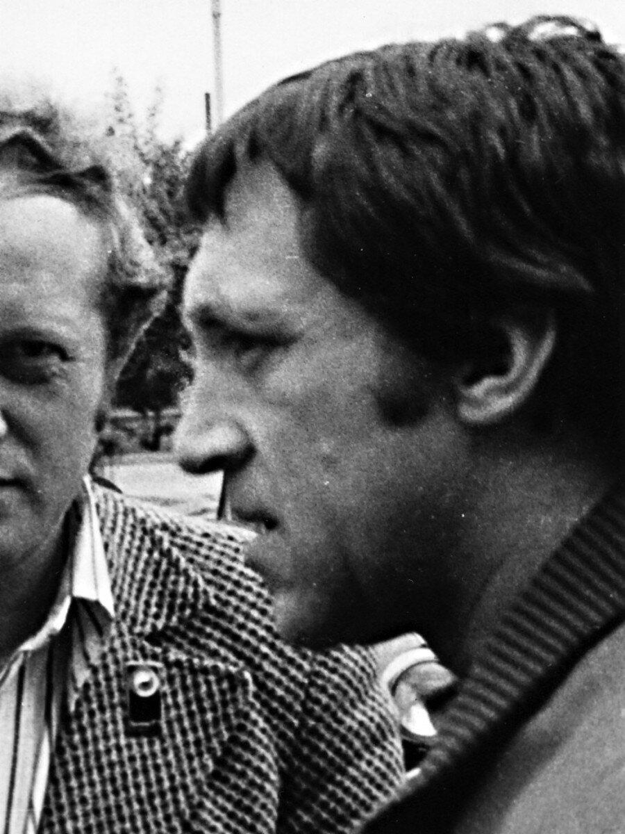 79. Владимир Высоцкий в аэропорту Иркутска. Фото Леонида Васильевича Мончинского, 21 июня 1976 года