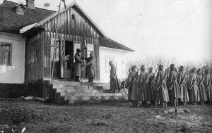 Уланы 10-го уланского Одесского полка на построении.