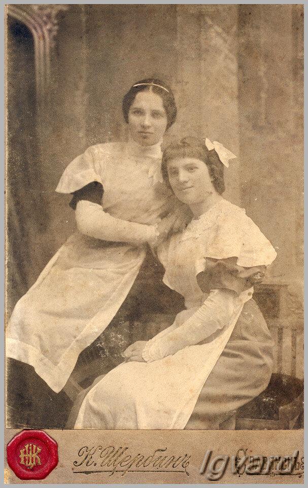 Елена Георгиевна Гиль (слева). 1912