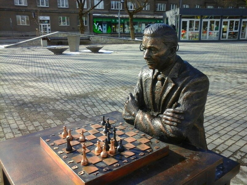 Памятник Паулю Кересу