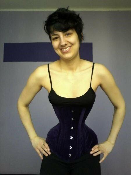Что будет, если не снимать корсет три года   Фотографии девушки с очень тонкой талией