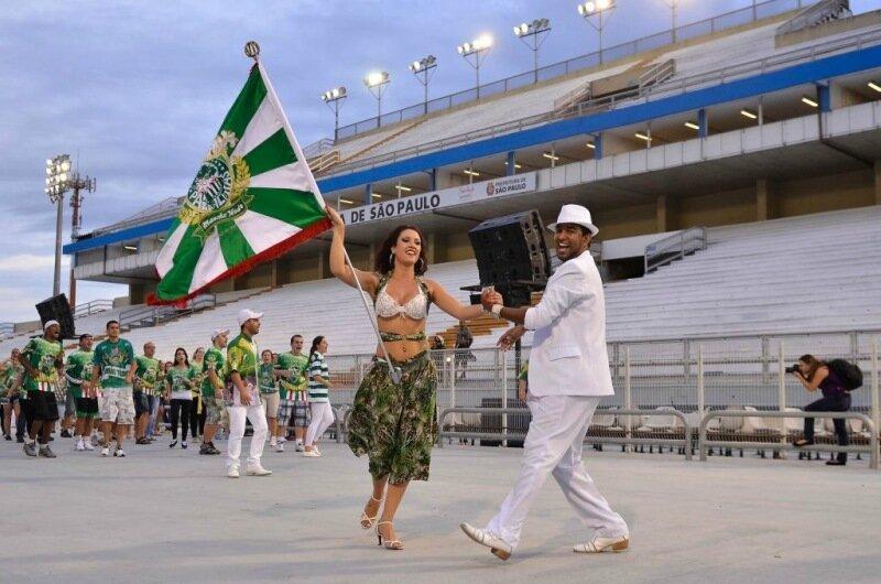 Как король открывает бразильский карнавал в Рио де Жайнеро