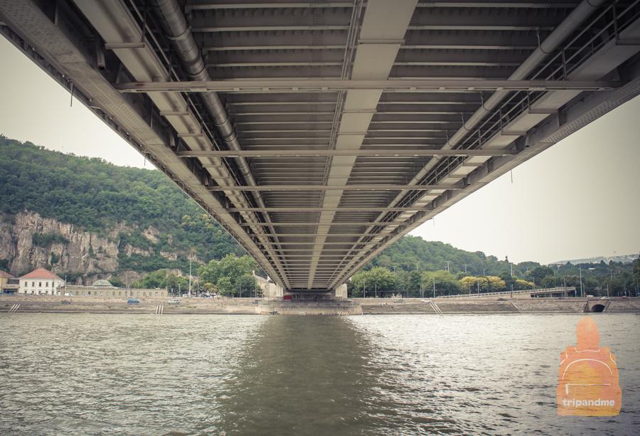 pod-mostom-erzhebet.jpg