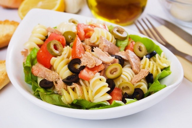 Ингредиенты: 2ст.л. каперсов 2ст.л. оливкового масла 1/2ч.л. тертой лимонной цедры 5-6 крупных