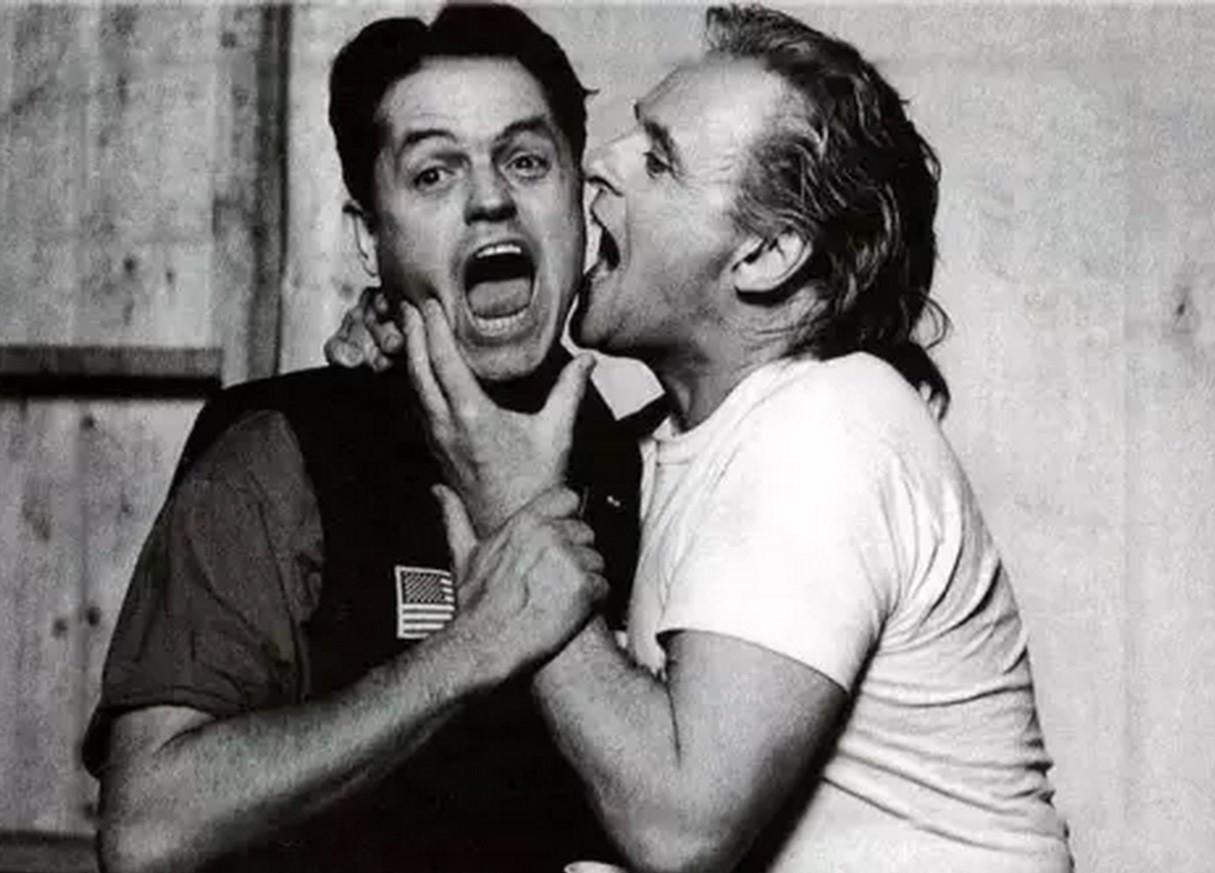 Режиссер Джонатан Демме и Энтони Хопкинс на съемках фильма «Молчание ягнят», 1990 год