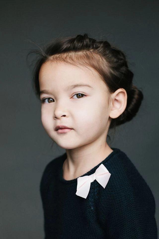 Ева, 5 лет. Папа — кореец, мама — русская/украинка/еврейка.