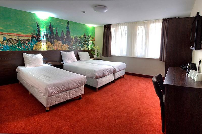 Цены: от 20 евро за место в общем номере и от 36,38 евро за человека в двухместном номере. Просторны