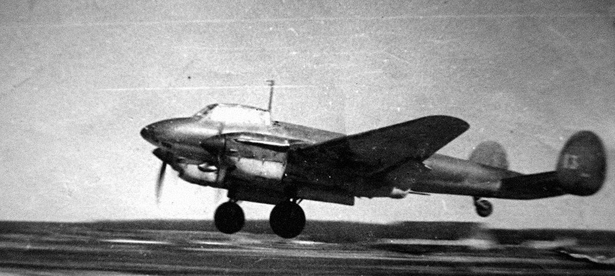 В октябре 1942 года учение прошло не так как предполагали, когда четыре лётчика на борту самолета