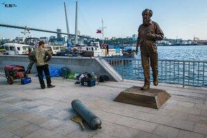 Во Владивостоке установили памятник писателю Александру Солженицыну