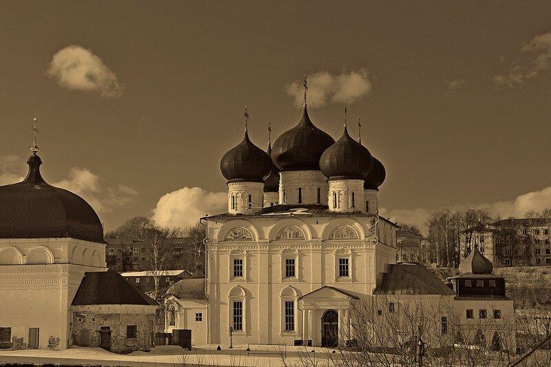 Успенский собор Трифонова монастыря - самое старое здание в городе Кирове (Вятский Во Имя Успения Пресвятой Богородицы Трифонов монастырь)
