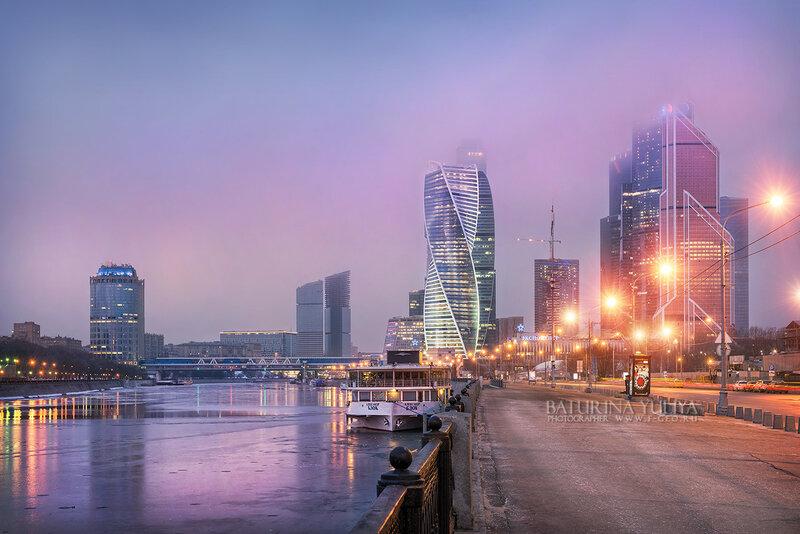 Москва-Сити в сиреневых тучах