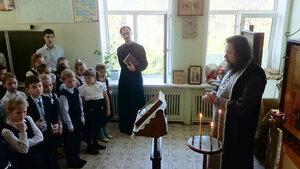 19 марта в в храме Трех святителей Православной классической гимназии София учредителем которой является Скорбященская церковь г. Клина после традиционных утренних молитв для учащихся был отслужен благодарственный молебен