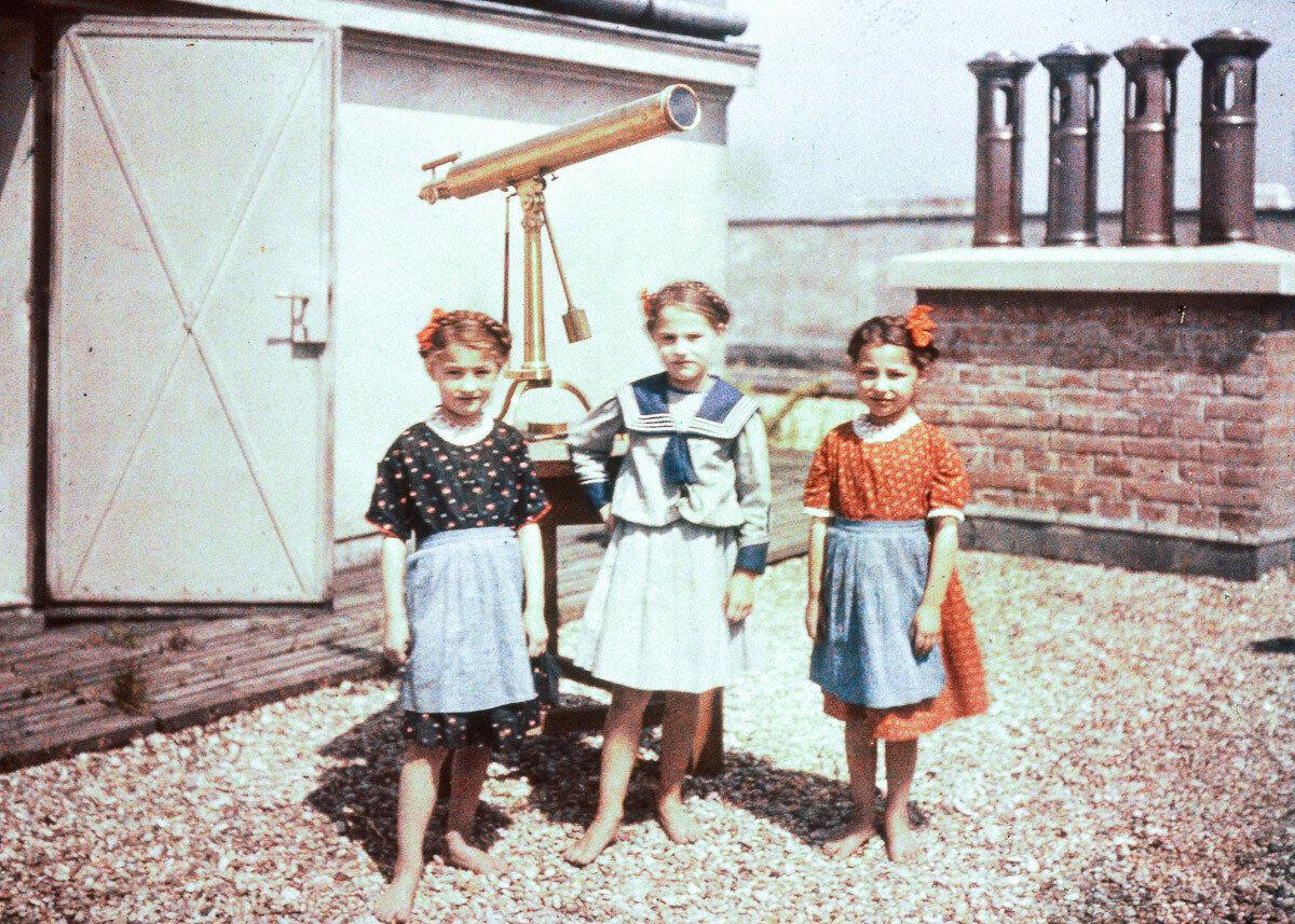 1925. Дети на крыше