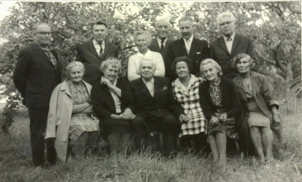 57. Латвия. Встреча учеников латышской школы переселенческого участка Каменный в 1969 году