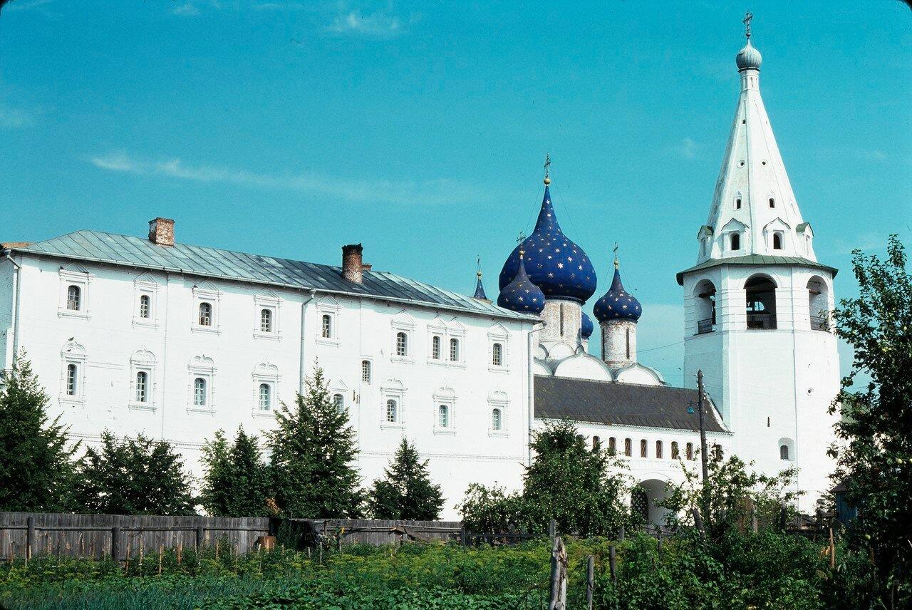 Суздаль. Кремль. Рождественский собор, колокольня и архиерейские палаты