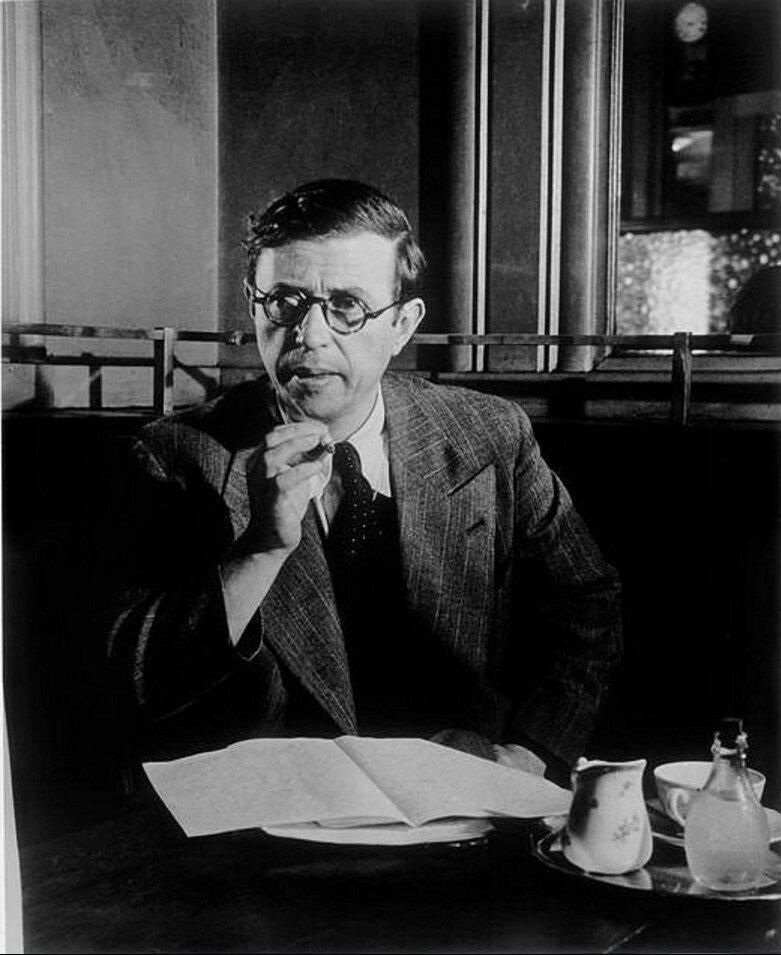 1945. Жан-Поль Сартр в кафе Де Флор