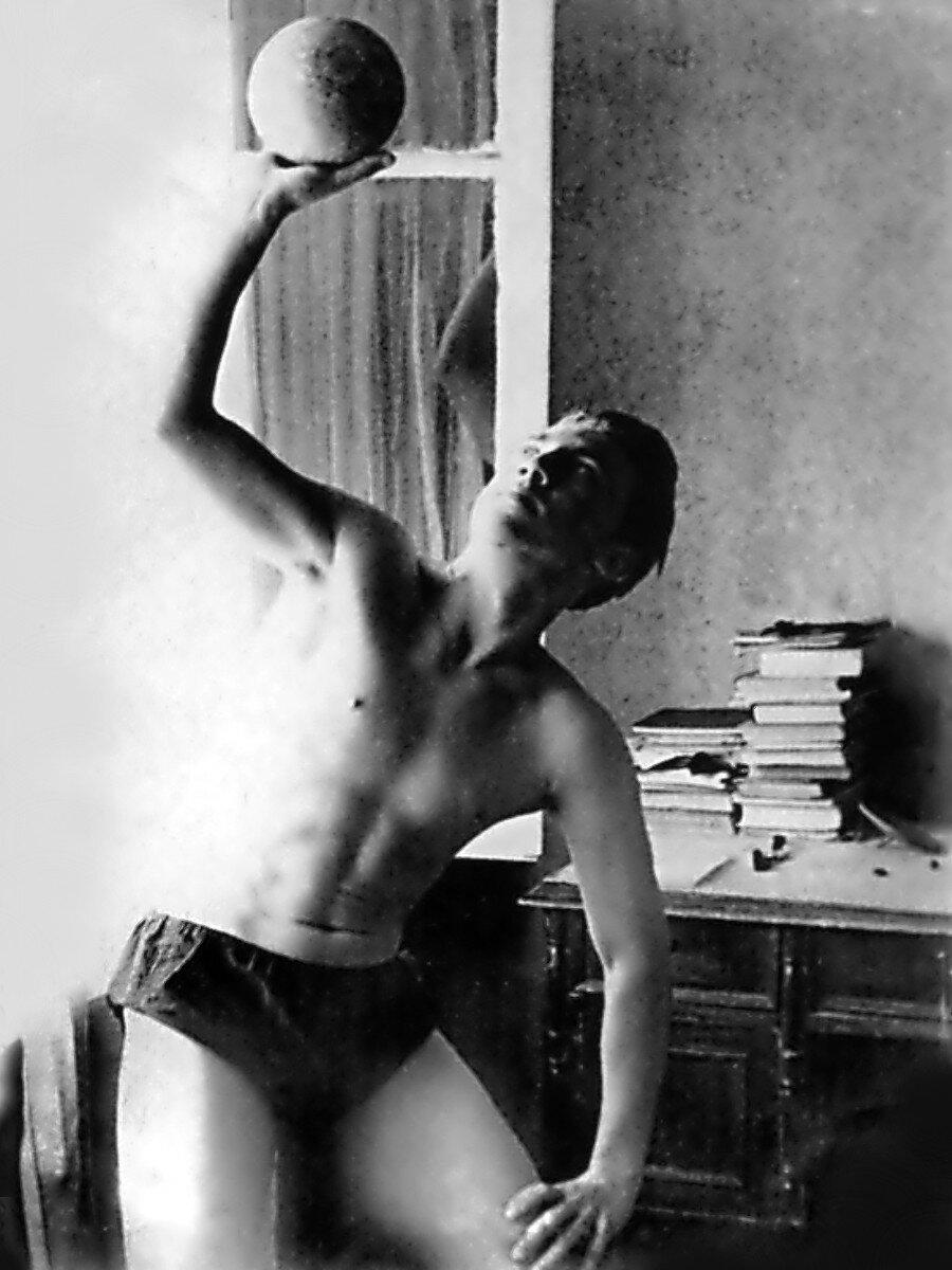 1955. Владимир Высоцкий в квартире на Первой Мещанской улице, дом № 76
